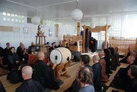 Sutras del budismo zen: ceremonia matinal.