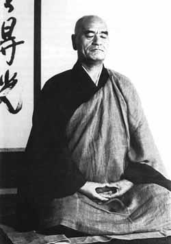 Maitre Deshimaru en posture de zazen