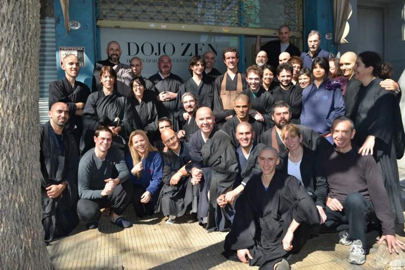 Dojo Zen de Buenos Aires, en la puerta, sesshin agosto 2012