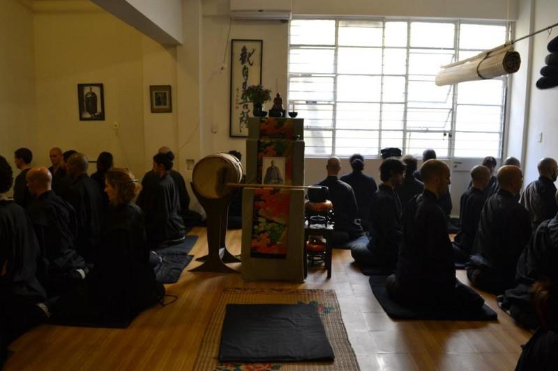 Dojo Zen de Buenos Aires, zazen en sesshin agosto 2012