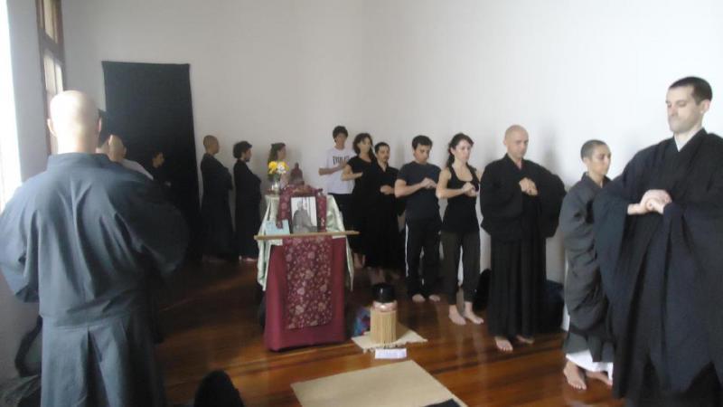 Pratique de kin-hin au dojo Zen de Rosario, Argentine