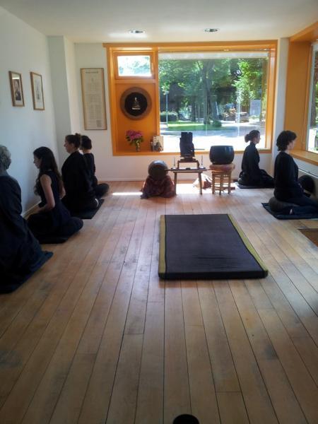 Zen meditation in Mei Ran Zen Dojo