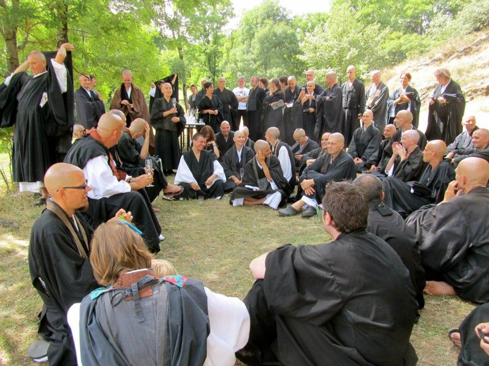 Moment convivial après les ordinations