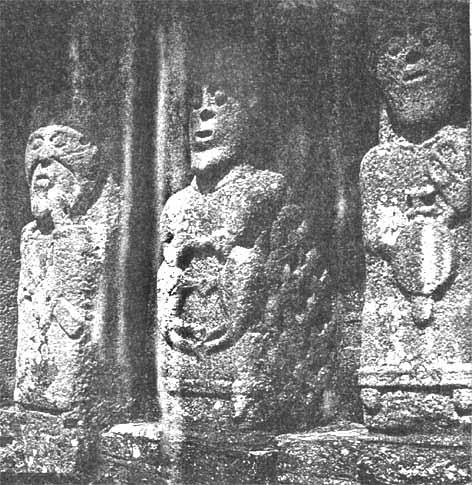 celtic statues in zazen posture, Irland, IX AC.
