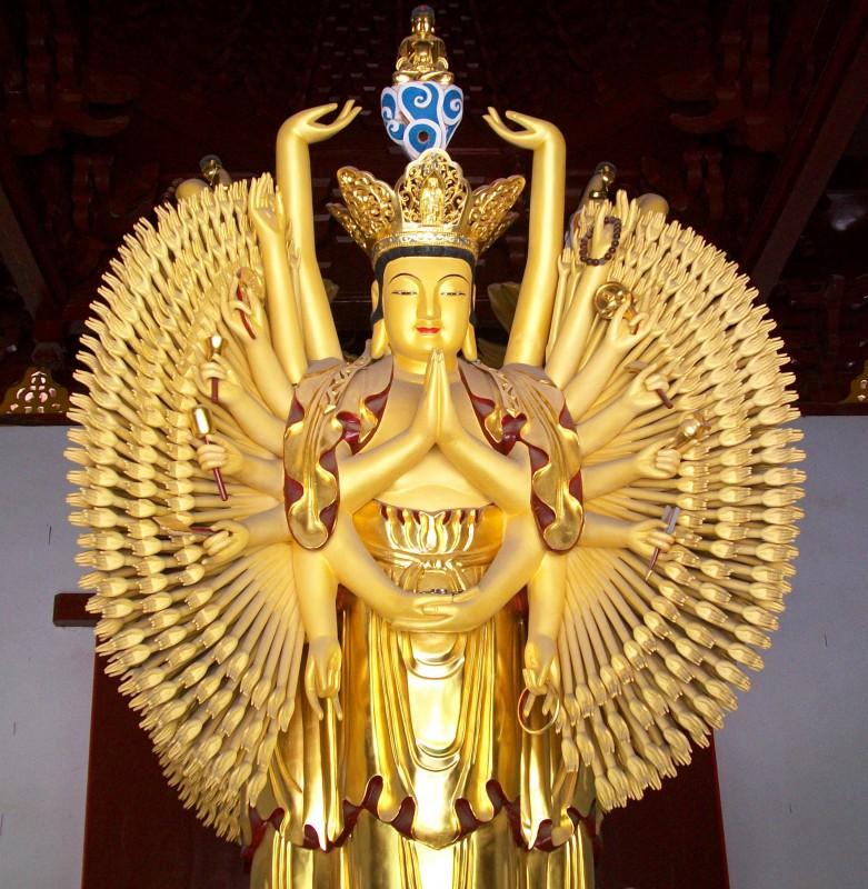 El bodhisattva Avalokitsevara, dotado de mil brazos y mil ojos